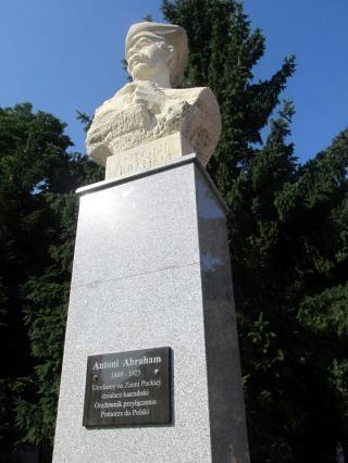 Władysławowo Atrakcja Warto zobaczyć Pomnik Antoniego Abrahama